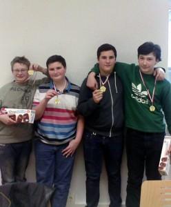 Nico Bräuer, Eliah, Jonah und Jean-Pierre Weber von den Bürstädter Schachfreunden freuen sich über ihr gutes Ergebnis bei den Bezirksmannschaftsmeisterschaften in Fürth!